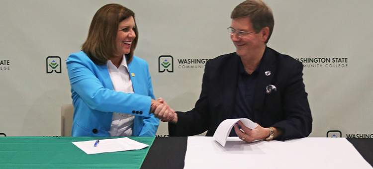 WSCC2MC agreement. WSCC President Dr. Vicky Wood shaking hands with Marietta College President Dr. William Ruud
